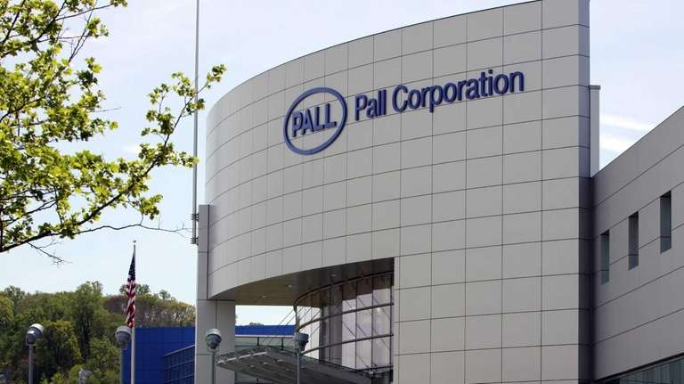 Pall Corp.'s earnings rose on a gain from