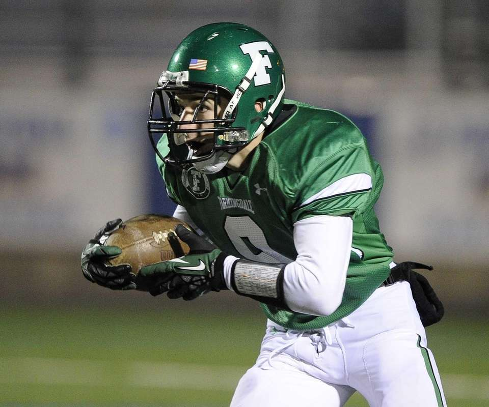 Farmingdale's Tom Kennedy rushes the ball against William