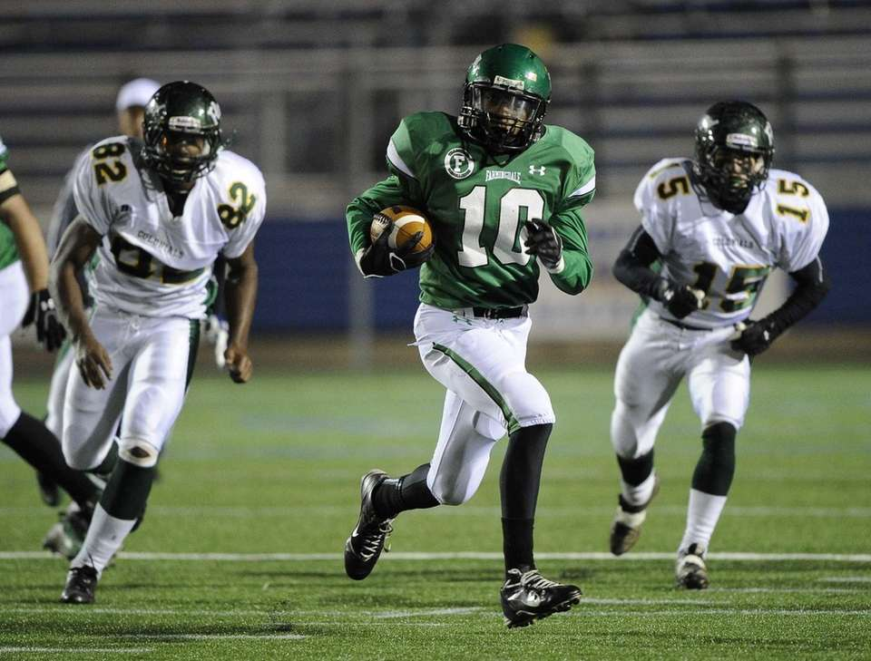 Farmingdale's Curtis Jenkis rushes against William Floyd in