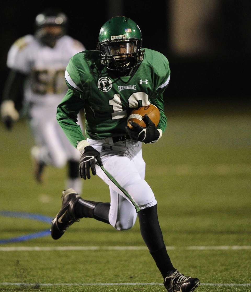 Farmingdale's Curtis Jenkis carries the ball against William