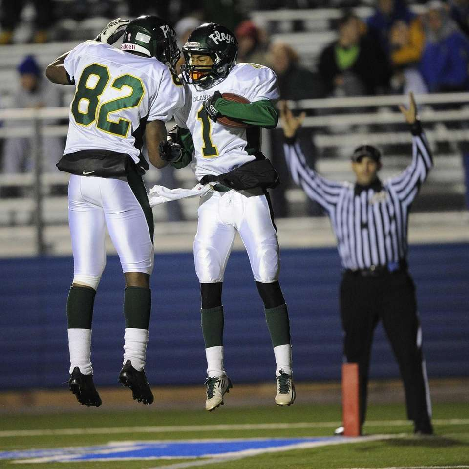 William Floyd's Vantrell Nash, right, celebrates his touchdown