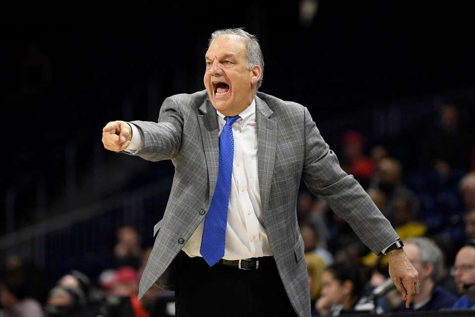 Hofstra coach Joe Mihalich points during the second