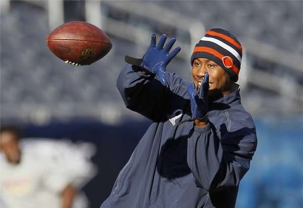 Chicago Bears wide receiver Brandon Marshall catches a