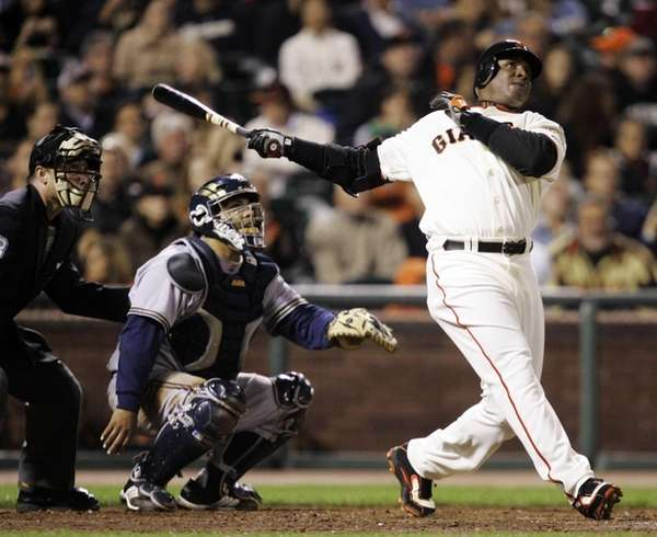Former San Francisco Giants outfielder Barry Bonds, right,