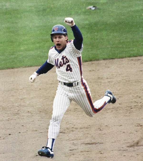 The New York Mets' Lenny Dykstra thrusts a