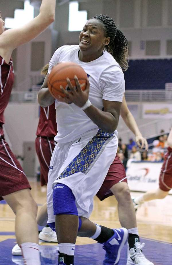 Hofstra's Shante Evans drives to the basket. (Dec.
