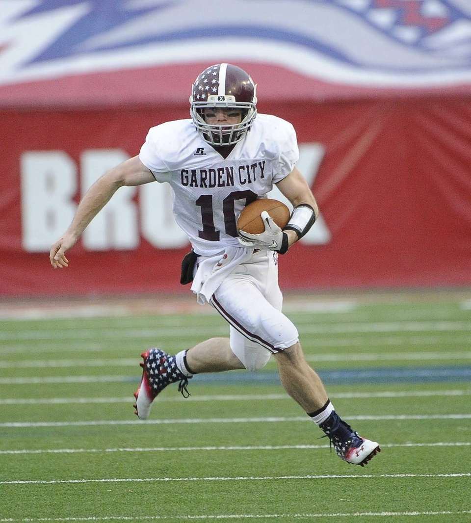 Garden City quarterback Brett Stewart runs the ball