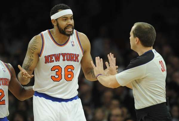 Rasheed Wallace, left, argues with referee John Goble