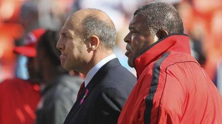 Kansas City Chiefs general manager Scott Pioli, left,