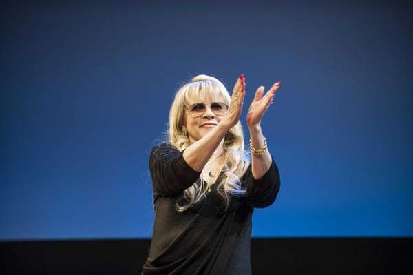Stevie Nicks greets the audience at the start