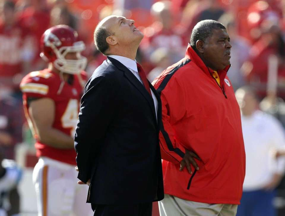 Kansas City Chiefs general manager Scott Pioli, left,