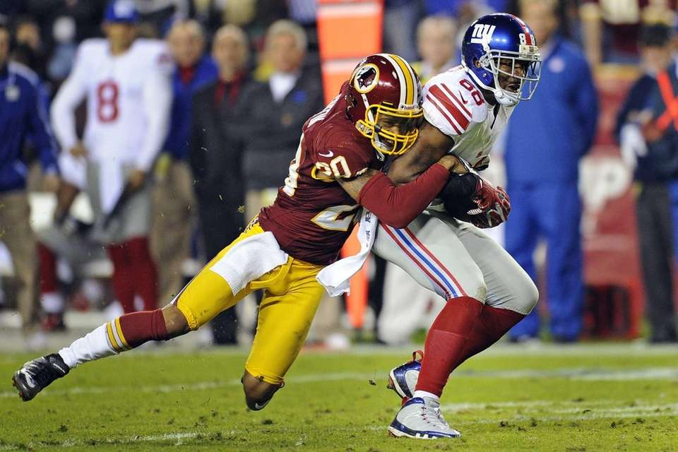 Washington Redskins defensive back Cedric Griffin stops New