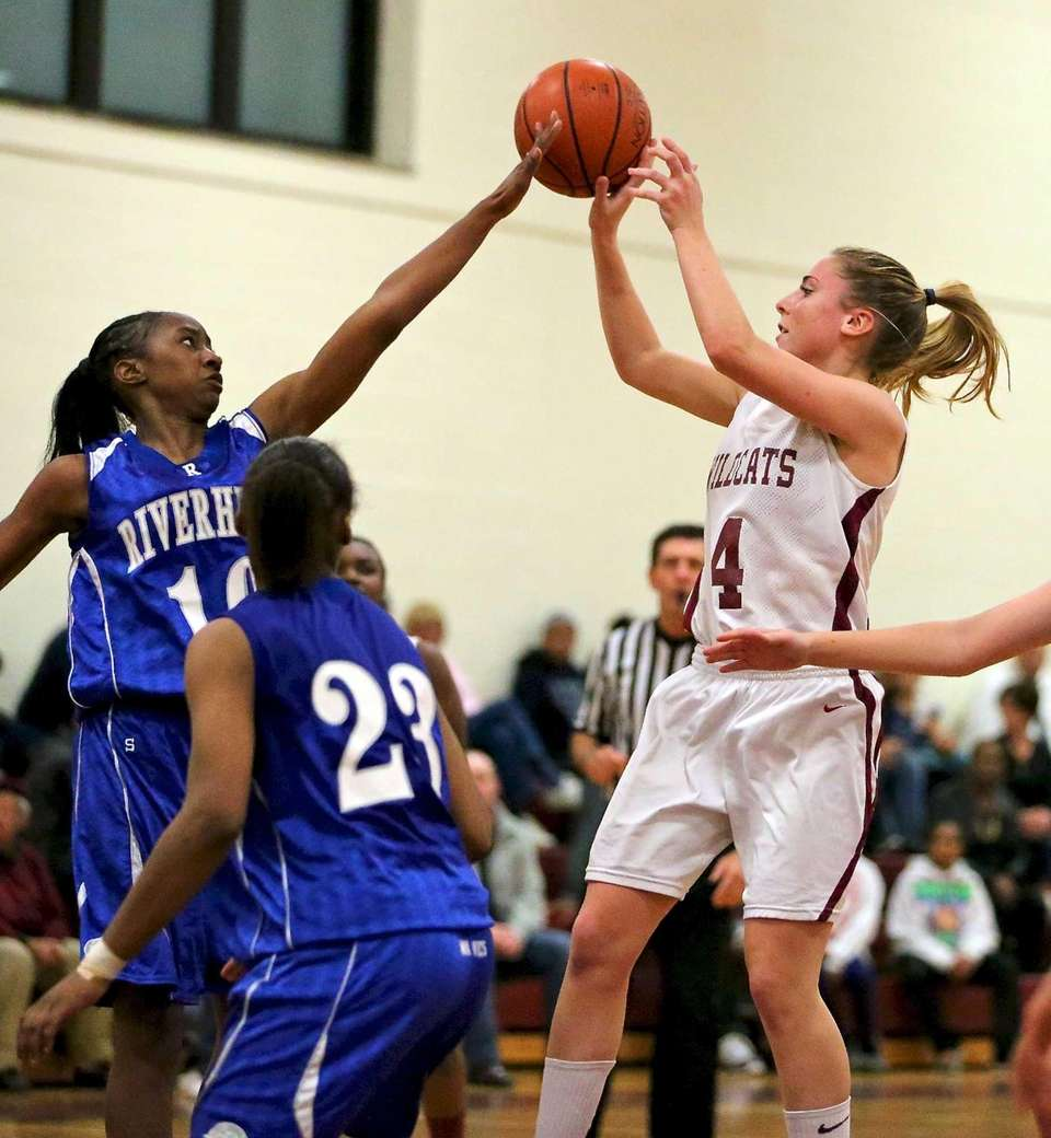 Whitman G Kelly Bilodeau puts the shot over