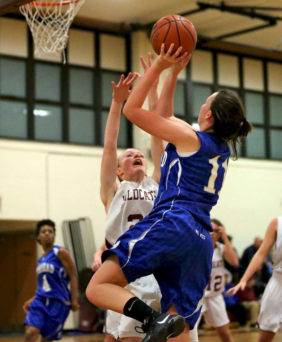 Riverhead F Jocelin Zaneski drives the baseline for