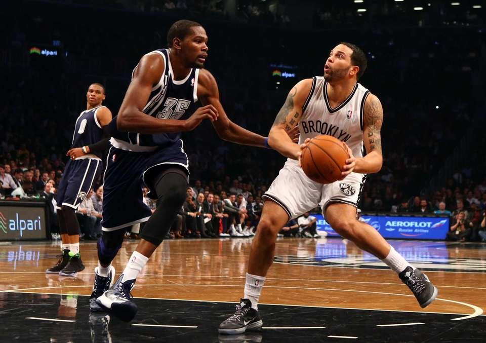 Deron Williams controls the ball against the Oklahoma