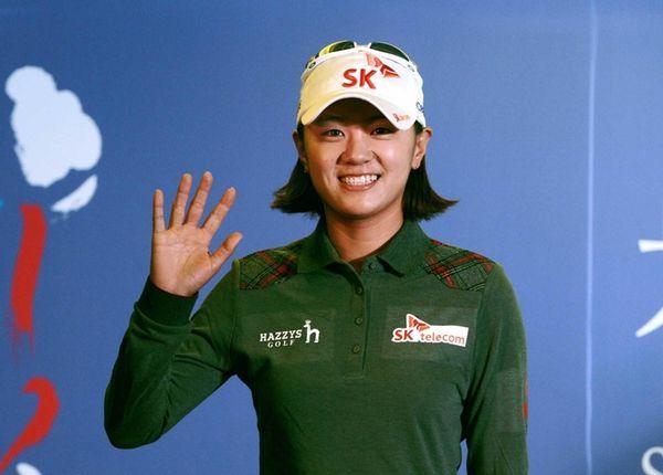 Na Yeon Choi of South Korea waves to