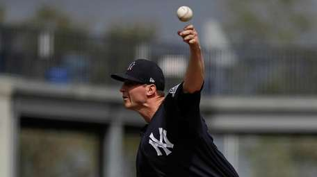 Yankees' Zack Britton delivers a pitch during a