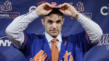 David Wright puts on a Mets cap and