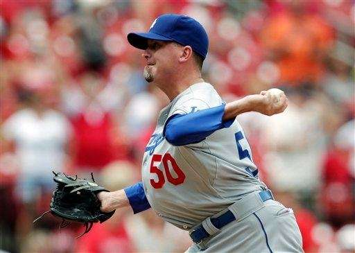 Los Angeles Dodgers relief pitcher Randy Choate sets