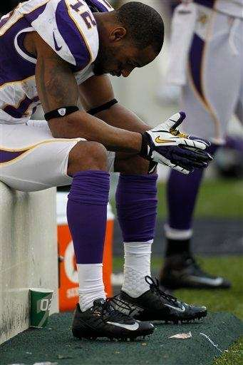 Minnesota Vikings wide receiver Percy Harvin sits on