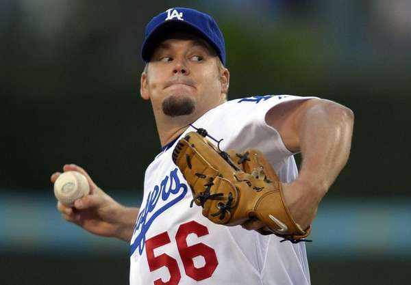 Los Angeles Dodgers starting pitcher Joe Blanton throws