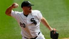 Chicago White Sox third baseman Kevin Youkilis fields