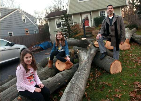 Bruce Segal and his daughters Sophia, 7, left,and