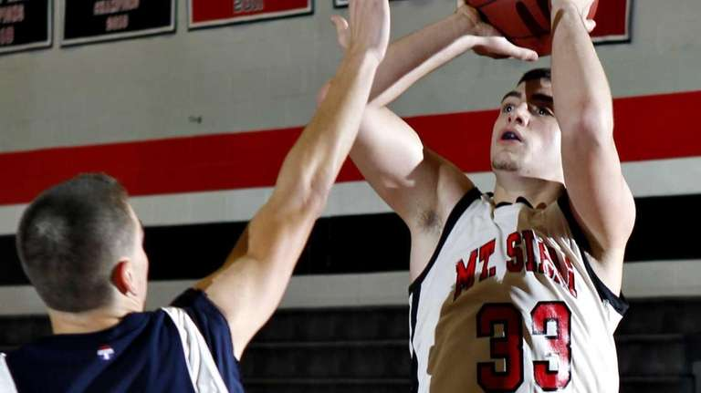 Mount Sinai's Michael Guzzardi (33) shoots a 3-pointer