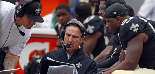 New Orleans Saints defensive coordinator Steve Spagnuolo, center,