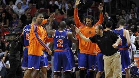 New York Knicks players give high-fives to Raymond