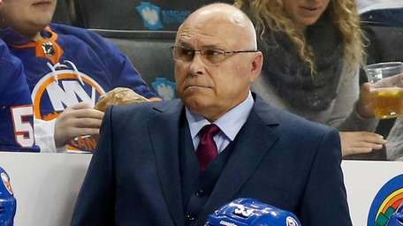 Islanders head coach Barry Trotz of against the