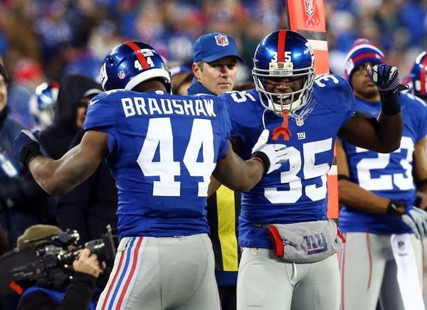 Ahmad Bradshaw celebrates his touchdown with Andre Brown