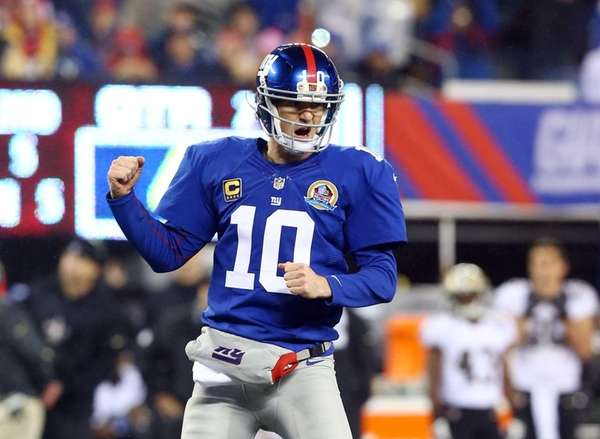 Eli Manning celebrates a touchdown pass to teammate