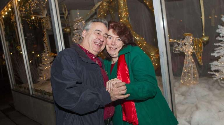 Frank Maly and Deborah Reynolds are marrying on