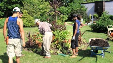 Horticulture students train at Farmingdale State University