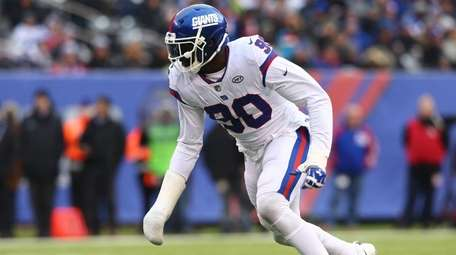 Jason Pierre-Paul of the Giants rushes the quarterback