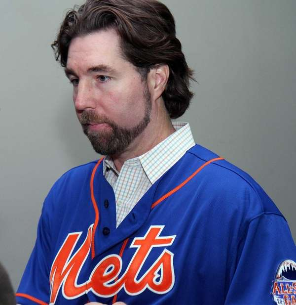 R.A. Dickey visits with 100 Queens school children
