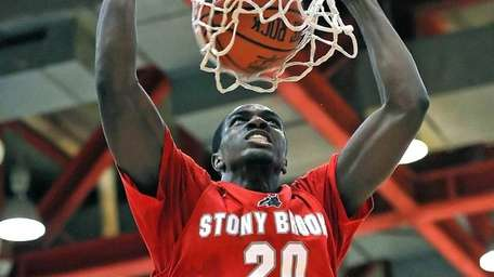 Stony Brook's Jameel Warney dunks the ball. (Dec.