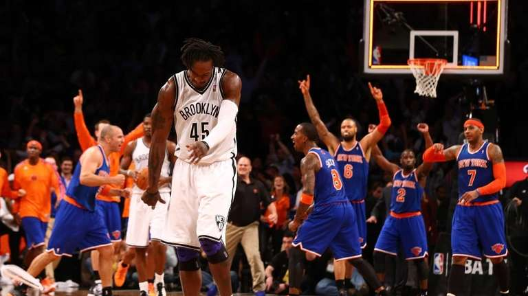Gerald Wallace throws his headband as the Knicks