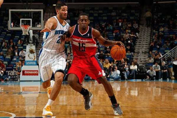 Washington Wizards guard Jordan Crawford drives the ball