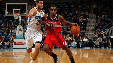 Washington Wizards guard Jordan Crawford drives the ball