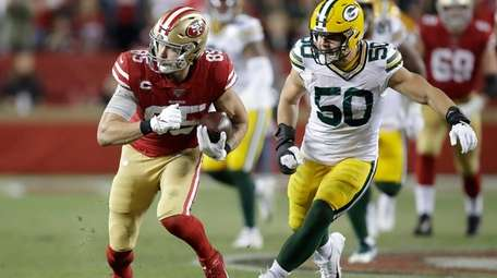 49ers tight end George Kittle runs against Packers