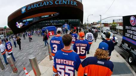 Fans arrive at Barclays Center before Game 3