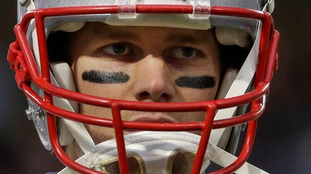 Patriots quarterback Tom Brady warms up before Super