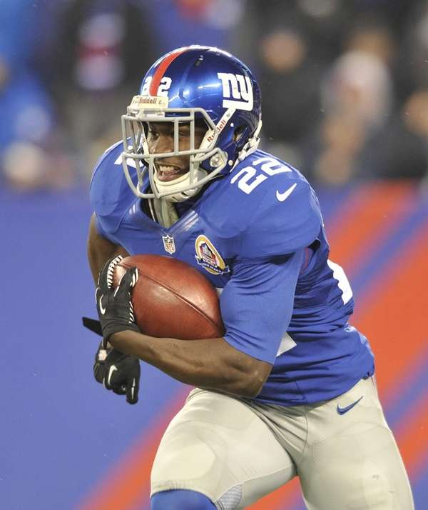 David Wilson runs the ball during a game