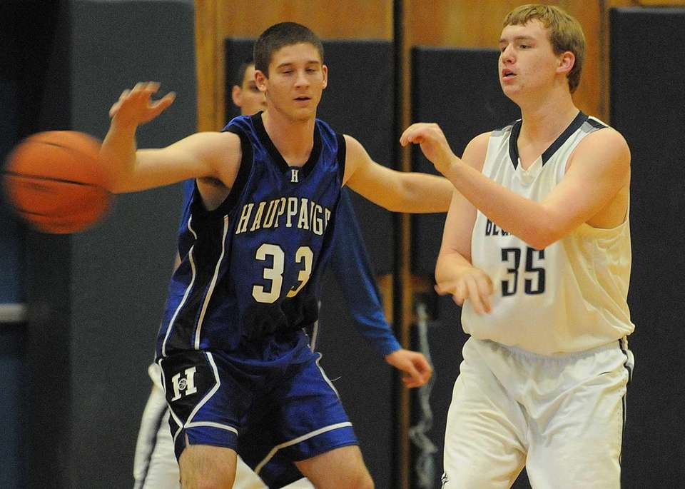 Huntington's Kevin Montefusco, right, passes away from Hauppauge's