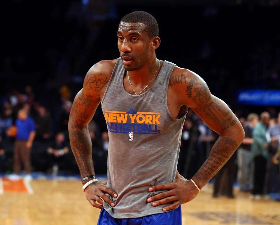 Amar'e Stoudemire warms up before a game against