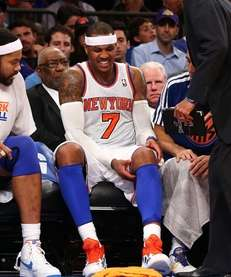 Carmelo Anthony leaves the game in the third