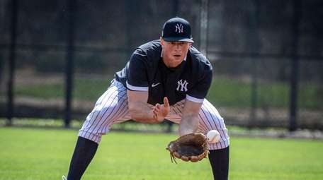The Yankees' DJ LeMahieu fielding ball in practice