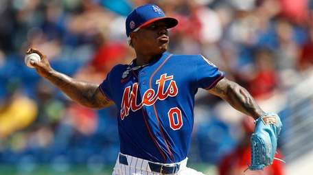 Mets pitcher Marcus Stroman throws a pitch to